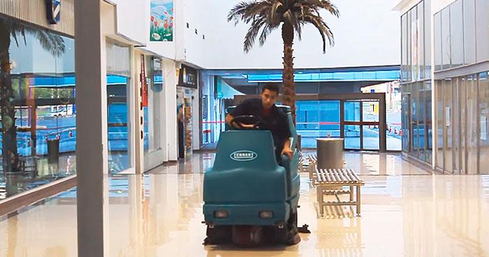 Pulido de piso en Plaza comercial